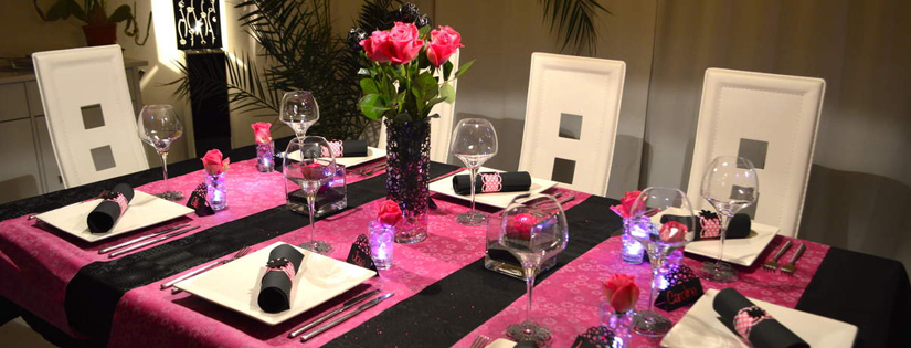 D coration de no l rose fuchsia un no l glam for Deco table rose et noir